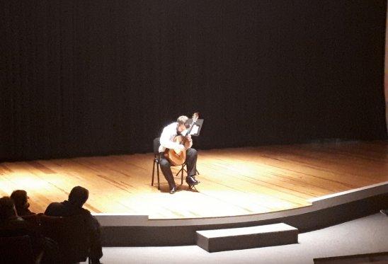Societat Musical La Unió Filharmònica d´Amposta > Notícies > Recital de guitarra solidari a càrrec de Ferran Talarn