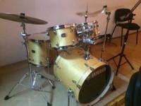 L´APIMA regala una bateria a l´Escola de Música