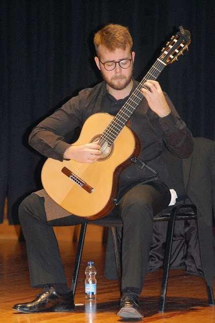 Societat Musical La Unió Filharmònica d´Amposta > Arxiu de notícies > Galeria de fotos del recital de guitarra de Ferran Talarn