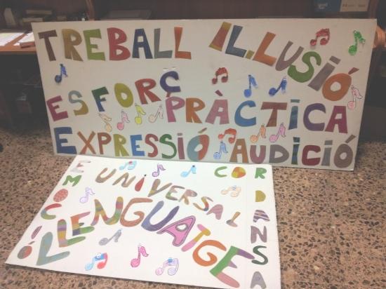Societat Musical La Unió Filharmònica d´Amposta > Arxiu de notícies > Els alumnes de l´Escola preparen un mural dedicat a Santa Cecília