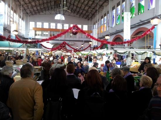 Societat Musical La Unió Filharmònica d´Amposta > Arxiu de notícies > Nadales solidàries al Mercat Municipal