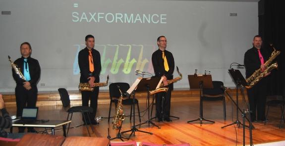 Societat Musical La Unió Filharmònica d´Amposta > Arxiu de notícies > ELS SAXOS, PROTAGONISTES DE LA NIT DE DISSABTE